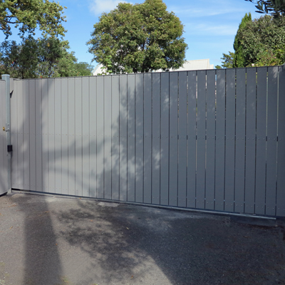 Sliding wooden automatic gate