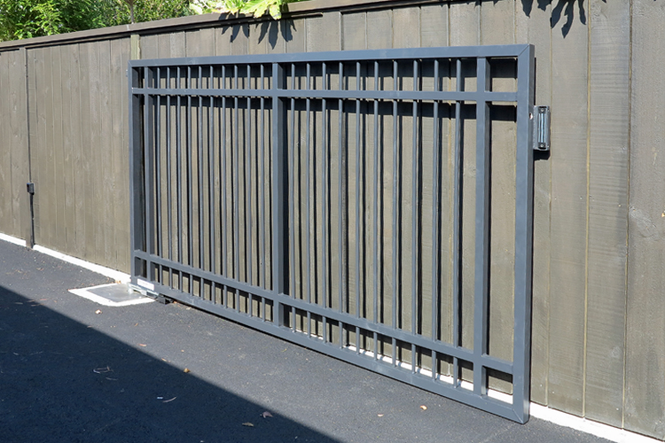 Residential driveway automatic gate