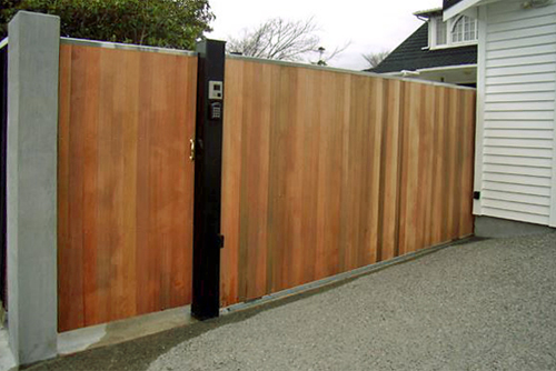 Sliding residential automatic wooden gate gateman