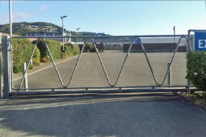 PWMC cantilevered gate