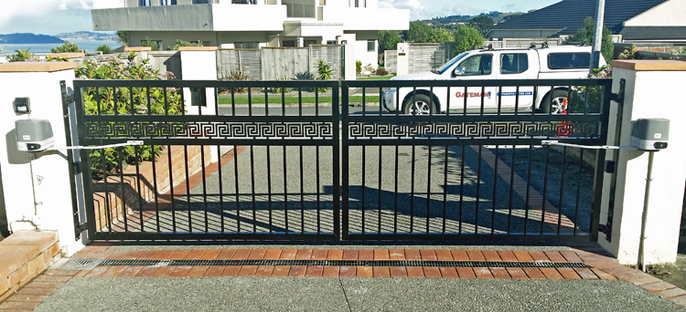 Swing gates residential