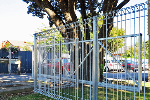 Cantilevered automatic gate residential flats