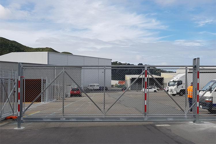 MAC cantilevered gate